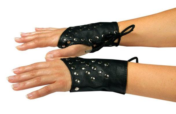 Fingerless Gloves in Studded Leather