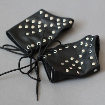 Fingerless Gloves in Studded Leather