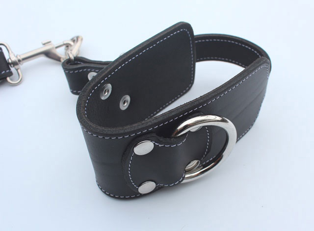 Wrist Cuffs Loop Style in Bondage Leather