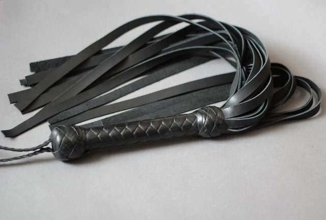 Flogger in Soft Cowhide